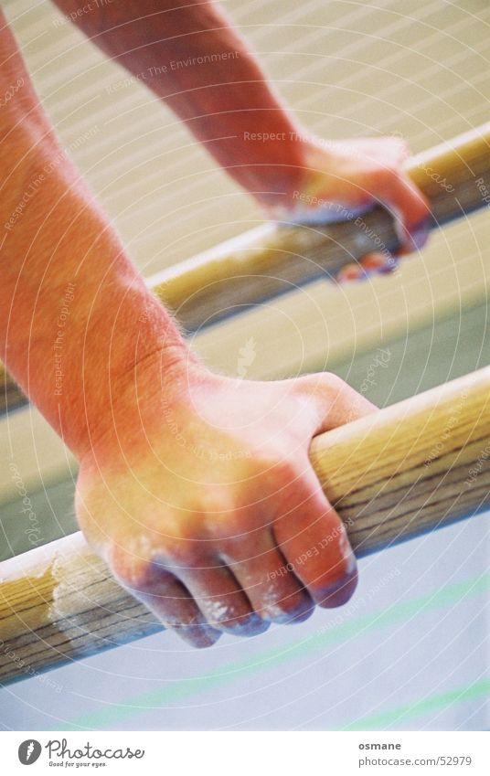 Auf´m Barren Hand Sport Holz Kraft Haut Arme Finger fangen Griff Turnen Stab heben Faust Handstand