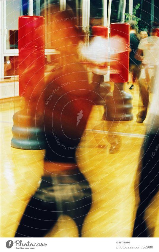 move! Frau rot gelb Bewegung Geschwindigkeit Spiegel Lautsprecher Schlag schlagen