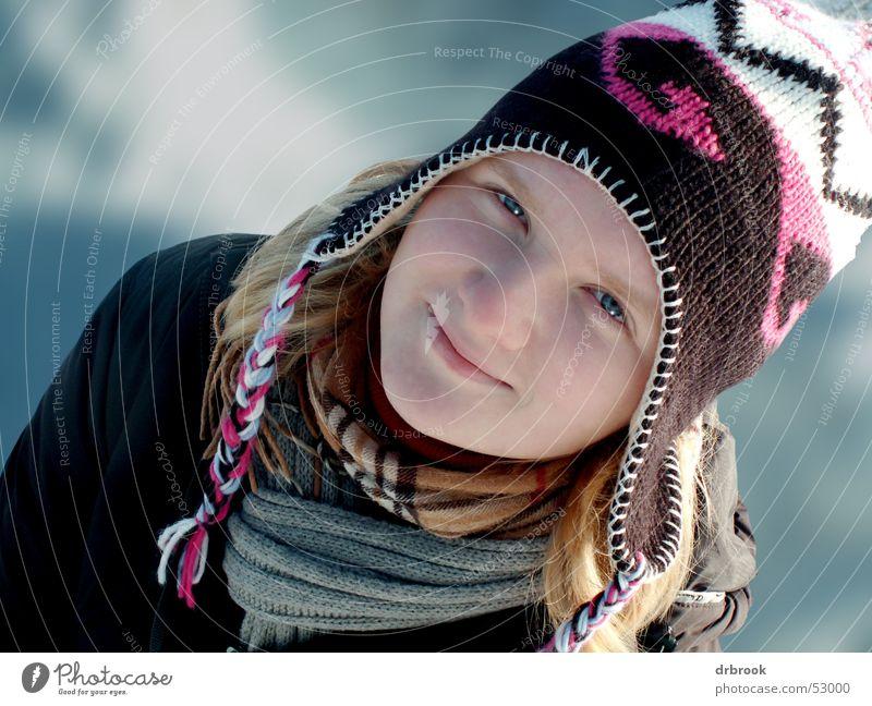 Schneehase Frau Jugendliche schön Mädchen Winter Gesicht Auge kalt Schnee Kopf lachen Mund Nase Mütze Tiefenschärfe Schal