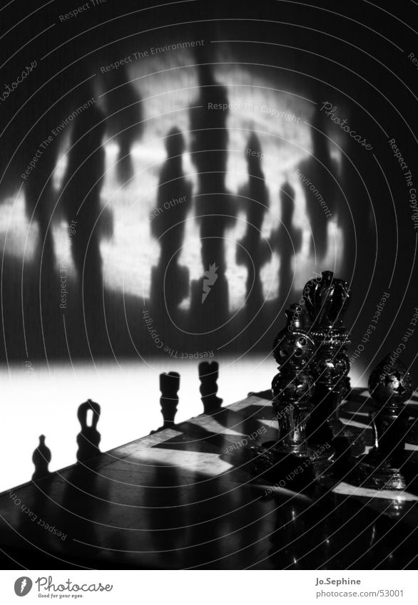 Sch(l)ach(t)-Feld weiß schwarz dunkel Spielen Freizeit & Hobby Risiko Krieg Spielfigur Figur Schach Schachbrett Rätsel unheimlich Schachfigur Brettspiel