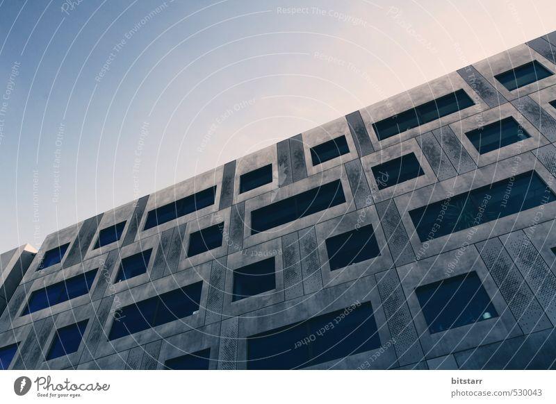 Concrete Faces Himmel blau Einsamkeit Haus Gesicht kalt Auge Fenster Wand Mauer Architektur grau Metall Fassade Hochhaus modern