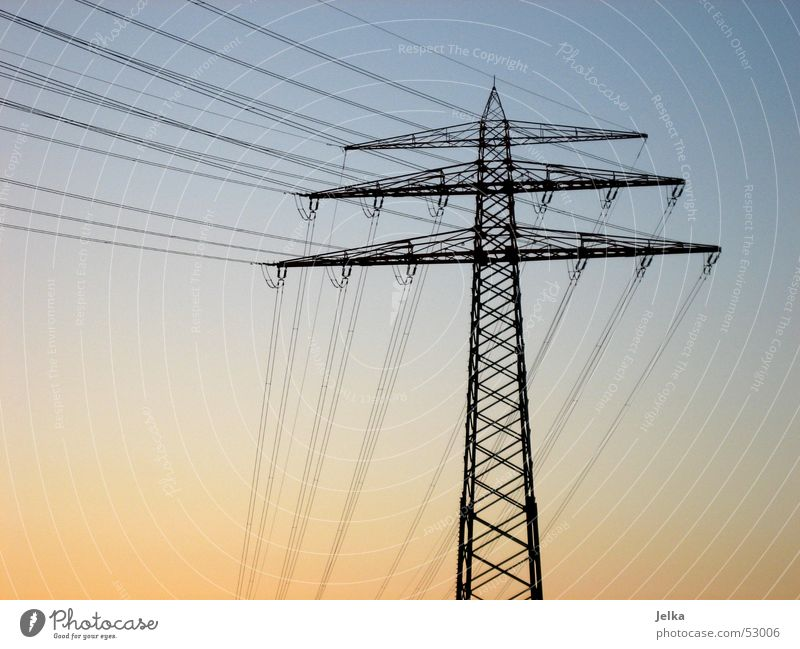 strommast Himmel blau orange Energiewirtschaft Elektrizität Strommast Hochspannungsleitung