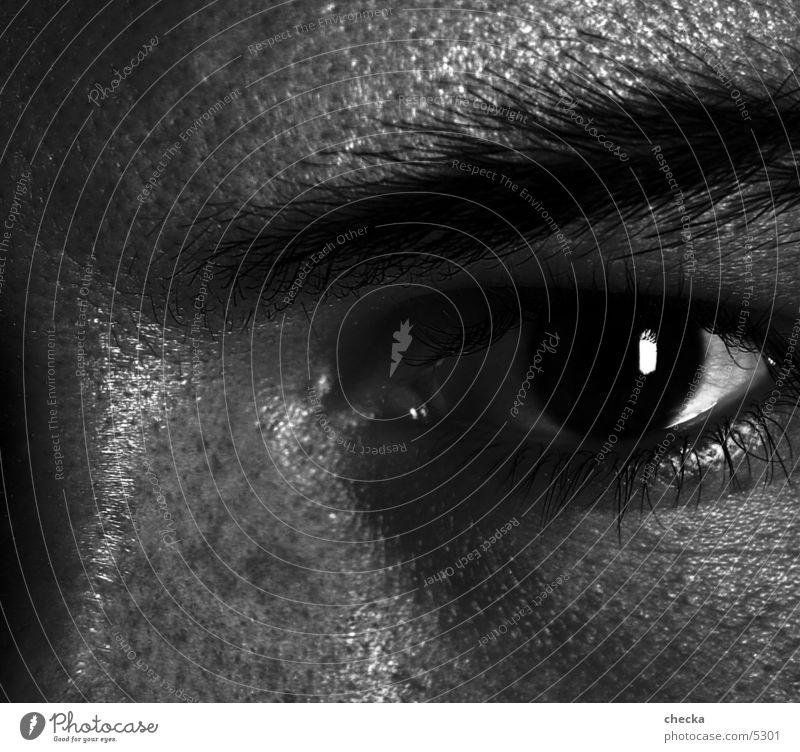 blick ernst Mann Auge Schwarzweißfoto Blick eindringlich