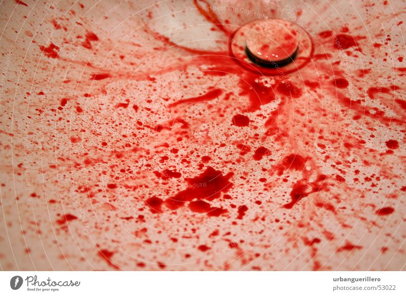 blut Waschbecken Blutdurst blutrünstig rot töten Mord Gewalt Tod Blutspur Blutfleck Tatort Abfluss