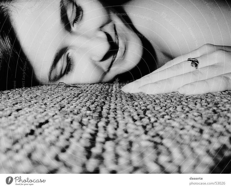 Inga grinsen Hand Tanzfläche Licht bw portret woman carpet light