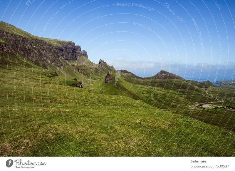 Quiraing Ferien & Urlaub & Reisen Tourismus Sommer Sommerurlaub Berge u. Gebirge wandern Isle of Skye Schottland Stimmung Einsamkeit Ferne fantastisch Himmel
