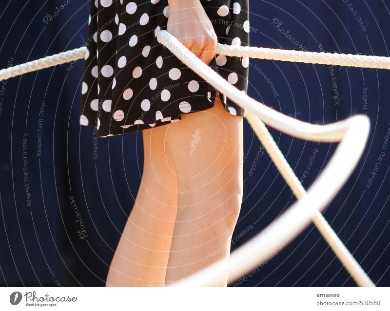 Alle Stricke in der Hand Stil Freude sportlich Sport Mensch feminin Junge Frau Jugendliche Beine 1 Mode Kleid festhalten schwingen Punkt gepunktet Seil