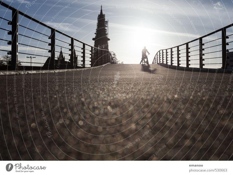 Fahrradbrücke Mensch Jugendliche Ferien & Urlaub & Reisen Mann blau Stadt Erholung Erwachsene Gebäude Freiheit Verkehr warten stehen Ausflug Kirche Brücke