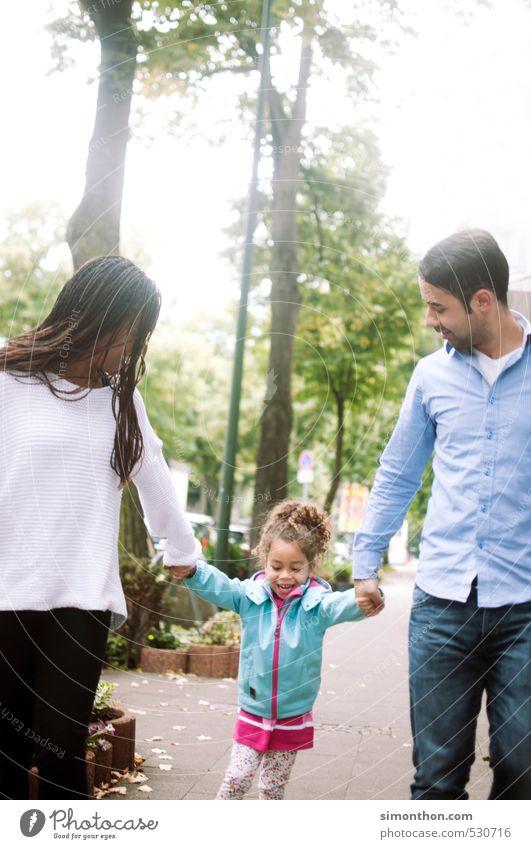 La Familia Mensch Kind Ferien & Urlaub & Reisen Erwachsene Leben Liebe Spielen Glück Zeit Paar Schule Zusammensein Familie & Verwandtschaft Kindheit Lebensfreude Mutter