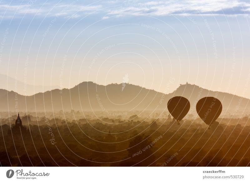 Zwei Ballons am Morgen... Ferien & Urlaub & Reisen Tourismus Abenteuer Ferne Freiheit Landschaft Sonnenaufgang Sonnenuntergang fahren fliegen träumen