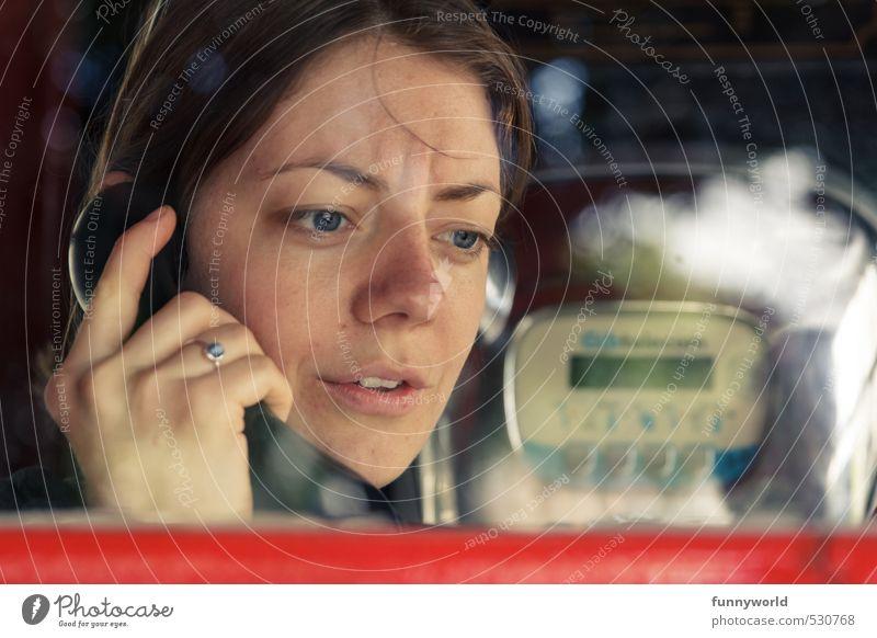 Der Anruf Telefon Telefonzelle analog Telefongespräch Telefonhörer feminin Junge Frau Jugendliche Kopf Hand 1 Mensch 18-30 Jahre Erwachsene Aggression