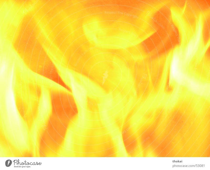 Feuersbrunst gelb orange Brand heiß brennen Flamme glühen Feuerstelle Fackel