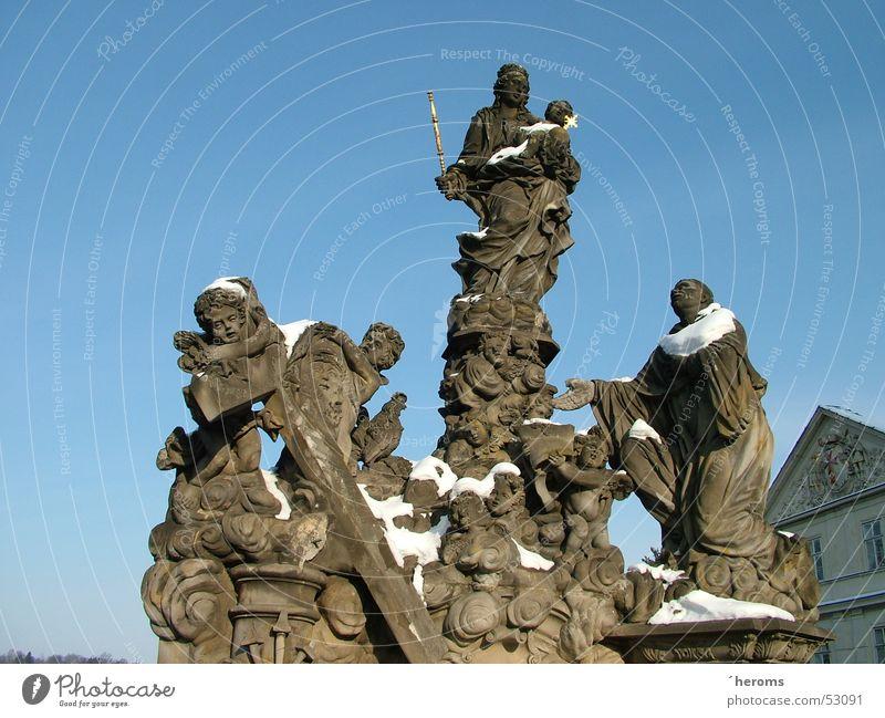 Karlsbrücke Winter Schnee Statue Prag