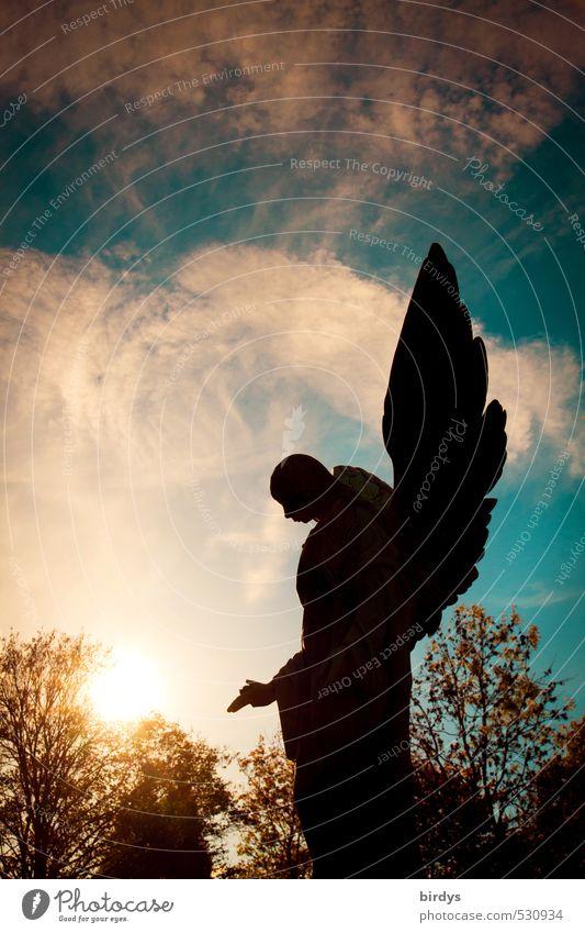 Himmlische Exekutive Skulptur Engel Himmel Wolken Gewitterwolken Sonnenaufgang Sonnenuntergang Herbst Baum ästhetisch bedrohlich dunkel blau gelb schwarz