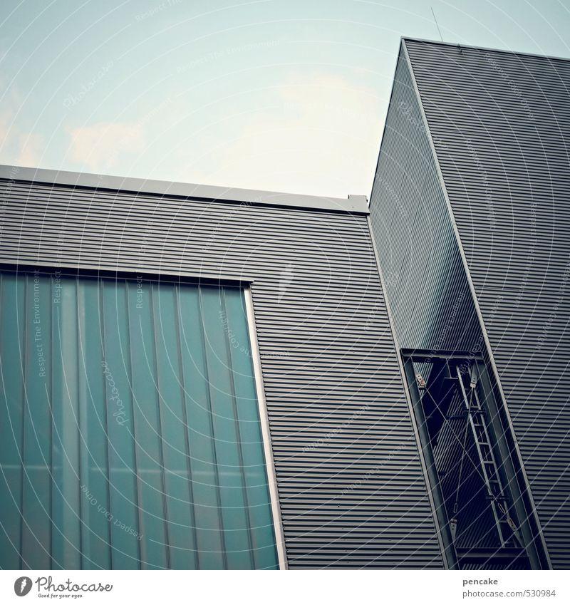 angedockt Himmel Wolken Fabrik Gebäude Architektur Fassade Fenster Glas Metall eckig kalt modern türkis Verbindung ankern Leiter Kupplung Farbfoto Außenaufnahme