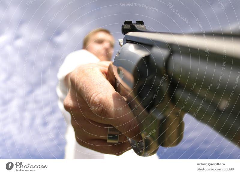 Gunman 357 Pistole Täter Kriminalität Diebstahl Überfall Kaliber 44 Ballermann erschießen Hinrichtung Stahl Flüssigkeit böse Chrom Schulden Kimme Jäger Jagd gun