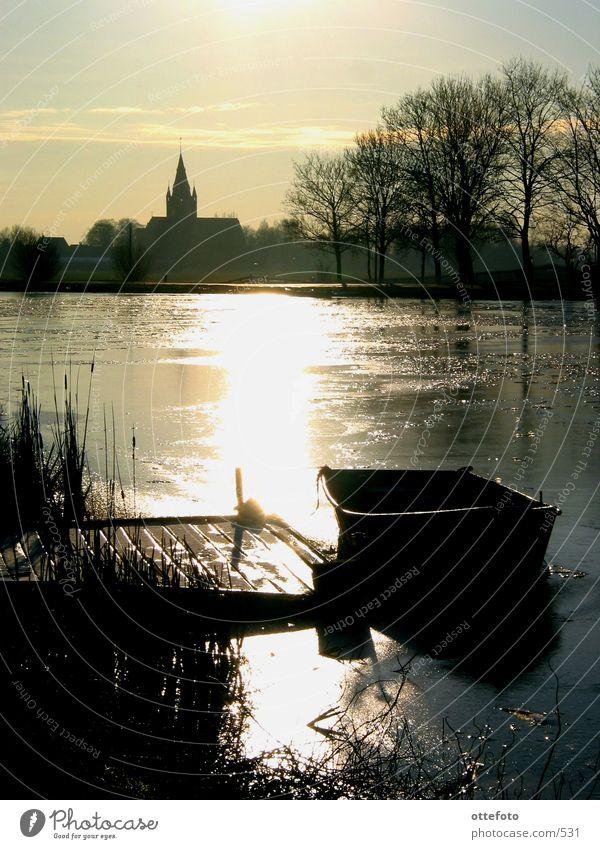 Vereiste Amstel bei Nes, Holland Sonne Winter Eis Wasserfahrzeug Fluss