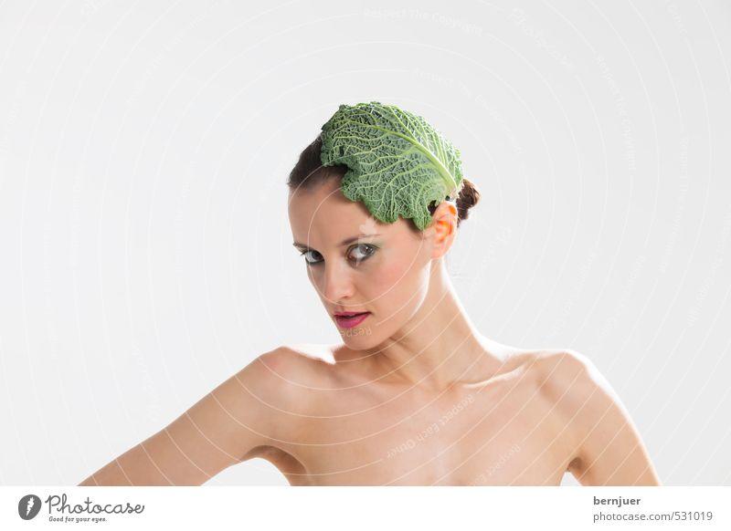 junges Wintergemüse Mensch Jugendliche schön nackt Junge Frau Blatt 18-30 Jahre Erwachsene Erotik feminin grau Stil außergewöhnlich Lebensmittel elegant Haut