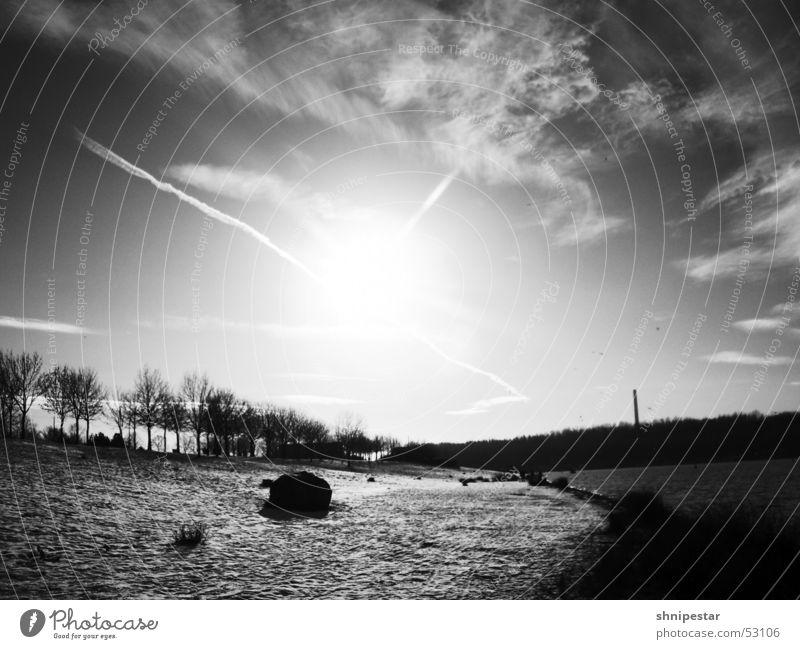 Wintersonne in LE Leipzig kalt Goldener Schnitt Erholung Osten Kulkwitzer See Gelassenheit Denken atmen genießen Schnee Wasser Stein Schwarzweißfoto le