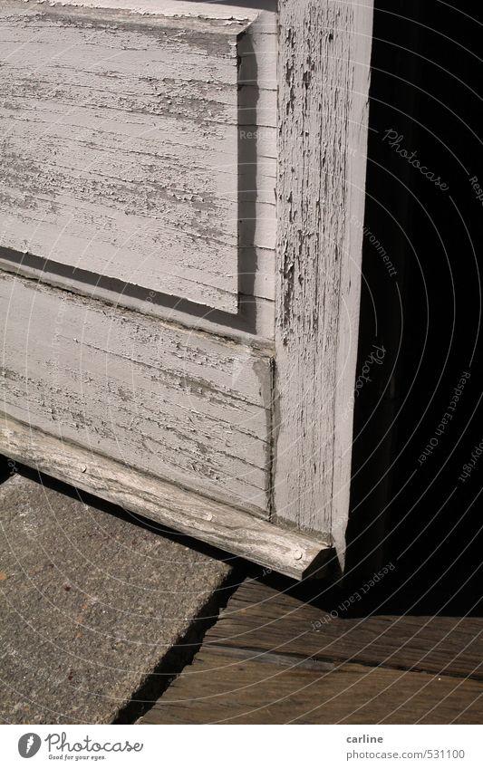 Zwischen Tür und Angel Altstadt Haus Tor Bauwerk Gebäude Architektur Bodenbelag Stein Holz ästhetisch authentisch eckig einfach historisch einzigartig
