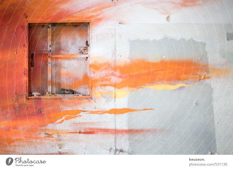 angry. Industrieanlage Fabrik Ruine Mauer Wand Fassade Fenster Stein Beton Graffiti kämpfen grau orange rot weiß gefährlich Stress Nervosität verstört