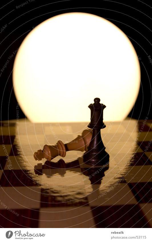 showdown Freude Schach Erfolg Verlierer Denken kämpfen stark braun gelb Ehre Kraft Willensstärke Macht Mut Wachsamkeit gefährlich Business Ende Erfahrung