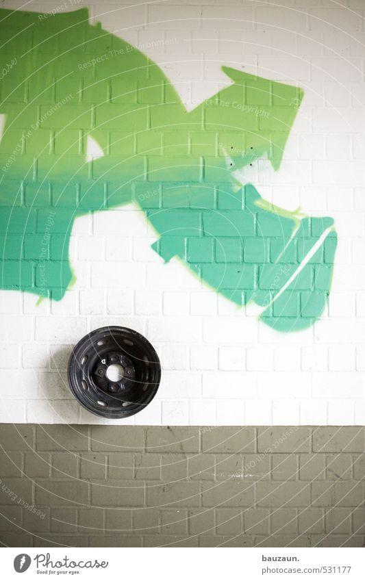 A. Beruf Fabrik Handwerk Industrieanlage Ruine Bauwerk Gebäude Mauer Wand Fassade Felge Rad Stein Metall Schriftzeichen Graffiti Pfeil grün schwarz Kraft