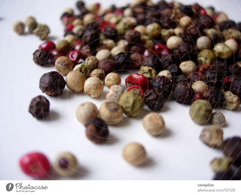 red, green, white hot chilly peppers Kräuter & Gewürze Küche kochen & garen Pfefferkörner Tisch Kugel Zutaten Scharfer Geschmack Ernährung Pflanze Topf