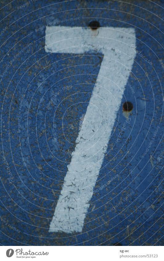 Sieben Blau Weiß 7 blau weiß Ziffern & Zahlen Nagel Schraube Holzplatte