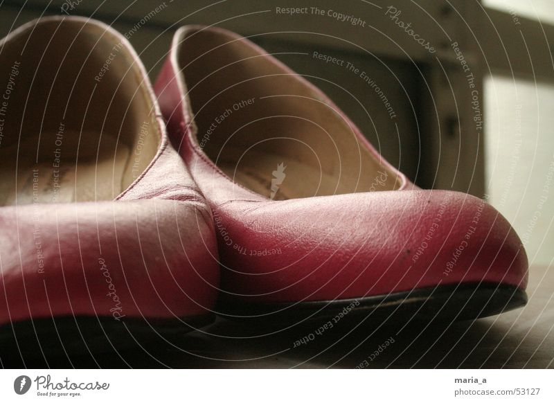 Pinke Schuhe alt feminin Tür Schuhe rosa Griff vergessen gebraucht Damenschuhe unbequem getragen