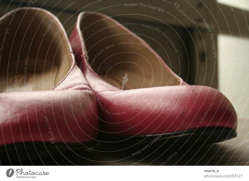 Pinke Schuhe alt feminin Tür rosa Griff vergessen gebraucht Damenschuhe unbequem getragen