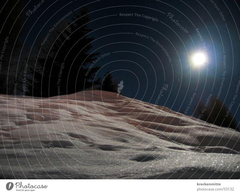 Schwester Mond weiß Winter Lampe Schnee Berge u. Gebirge Landschaft Beleuchtung Stern glänzend Stern (Symbol) Schweiz Hügel Tanne Nachtaufnahme Vollmond