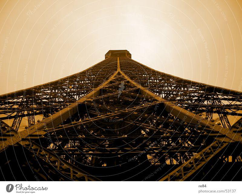 Ob der Herr Eiffel da nicht was kompensieren wollte... Himmel Freiheit braun Erde orange Angst Kunst Niveau Wandel & Veränderung Baustelle Turm außergewöhnlich Paris Stahl Frankreich