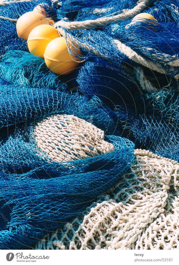 Fischernetze Meer blau gelb Arbeit & Erwerbstätigkeit Freiheit Netz Mallorca Fischereiwirtschaft