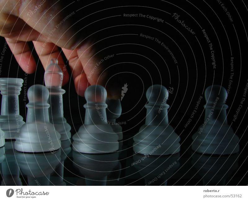 Scacco Hand schwarz weiß König Schachfigur