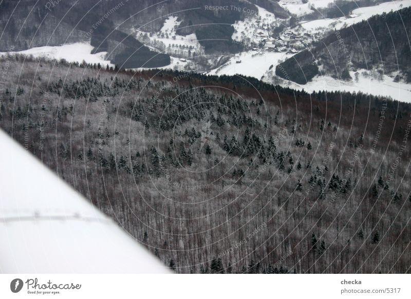 Winterlandschaft aus der Luft Wald Schnee Luftverkehr Dorf Luftaufnahme