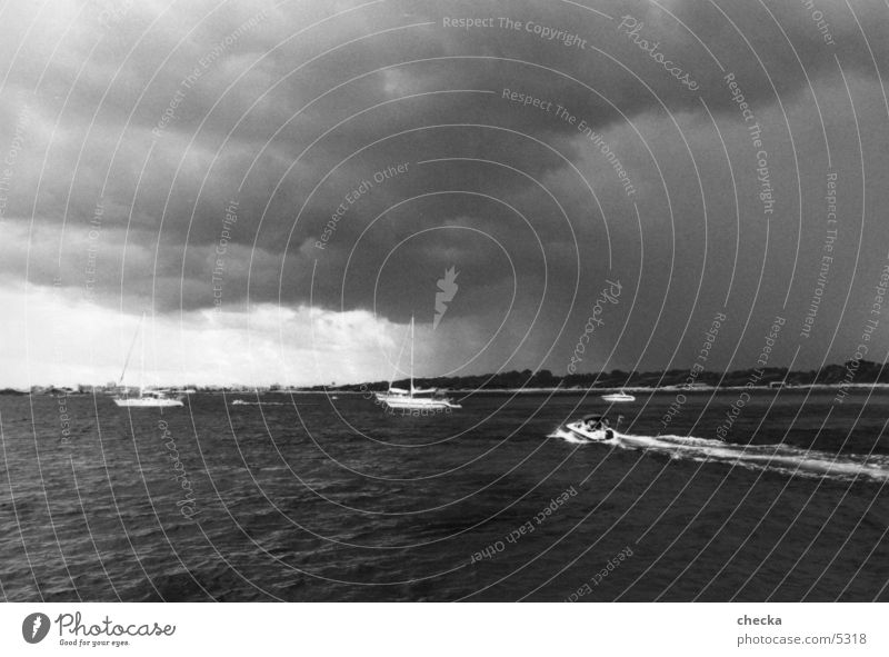 unwetter Küste Unwetter schlechtes Wetter Meer Wasserfahrzeug Schifffahrt Wolken
