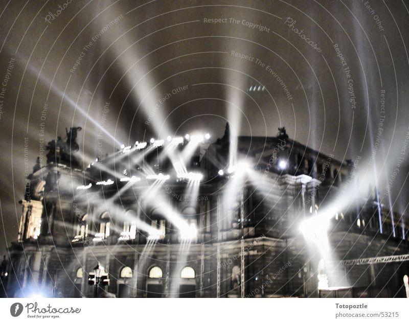 Semperoper Lightshow Erkenntnis Dresden Oper Barock Architektur