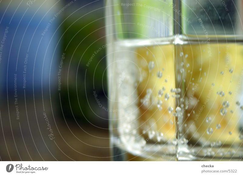 Wasserglas Getränk grün Luftblase Alkohol Glas Mineralwasser blasen