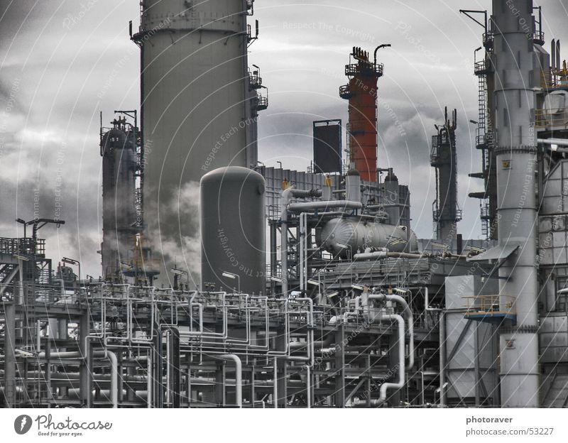 Raffinerie Industriefotografie Rauch Stahl Röhren Erdöl Gas Benzin