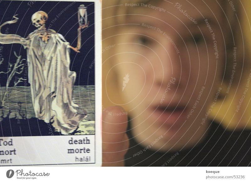 Horoskop- Tod Gesichtsausdruck Entsetzen Schock Tarot