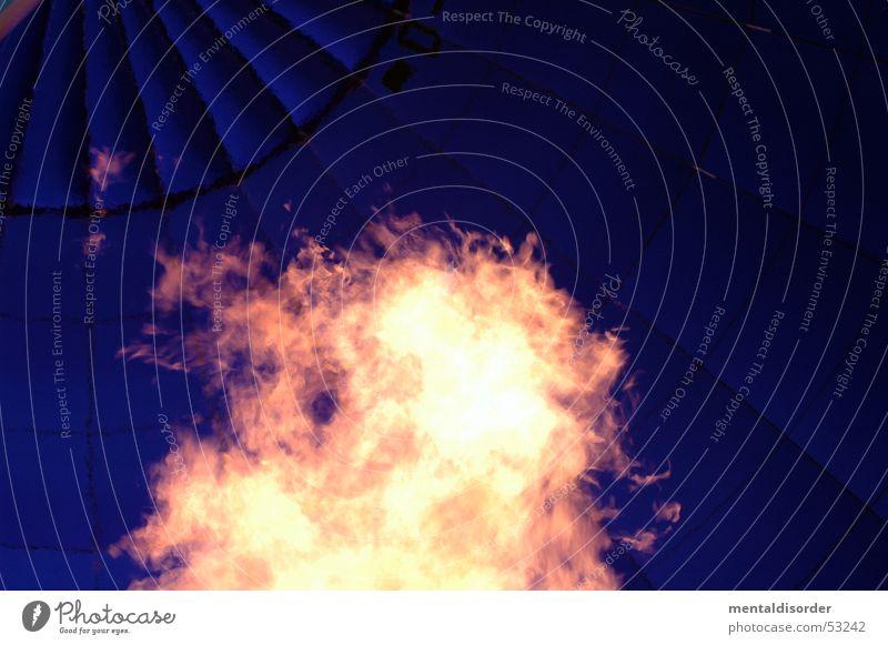 nichts als heisse Luft Himmel blau Brand fahren Luftballon heiß brennen steigen Gas Flamme Naht