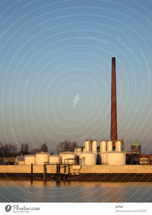 industry rocks Hamburg Turm Fluss Industriefotografie Fabrik Schornstein Elbe Harburg Klärwerk