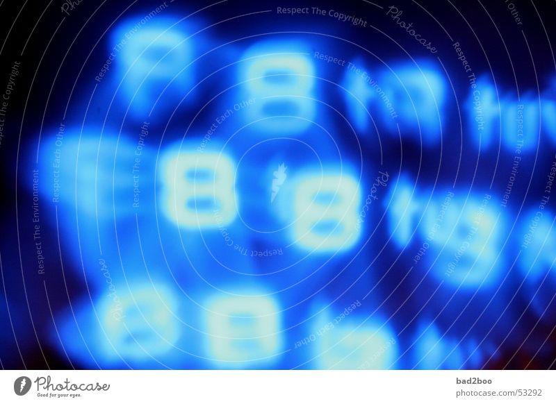 008 blau Lampe Schriftzeichen Ziffern & Zahlen berühren Spiegel Handy Typographie 8 Spiegelbild Leuchtreklame Leuchtkraft