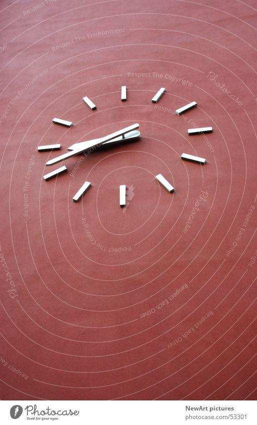 Zeit Wand rot Uhr abstrakt Eisen Kunst Uhrenzeiger Kreis Ziffern & Zahlen Perspektive