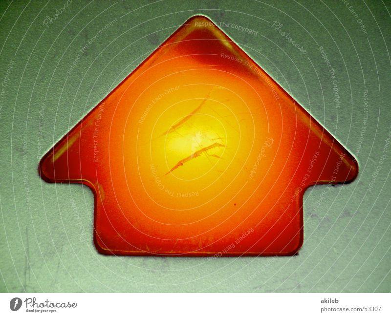 Feuer-Pfeil Haus orange Brand Energiewirtschaft Richtung Symbole & Metaphern aufsteigen Schalter glühen Abstieg Ikon Automat Kratzer
