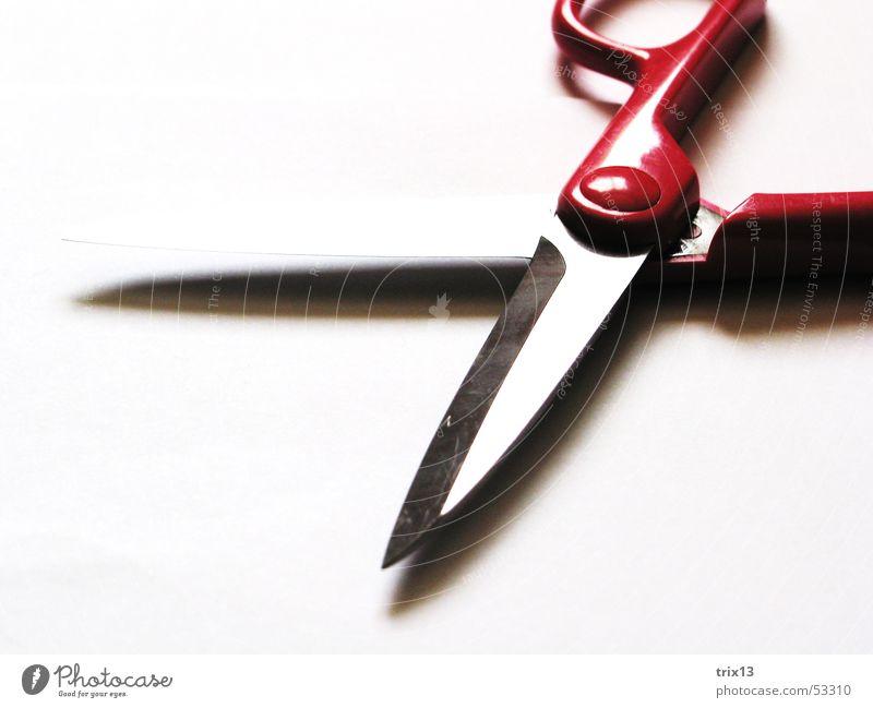 schnipp schnapp... geschnitten schnappen weiß Griff rosa rot Schere Schatten geschliffen Detailaufnahme Klinge Scharfer Gegenstand