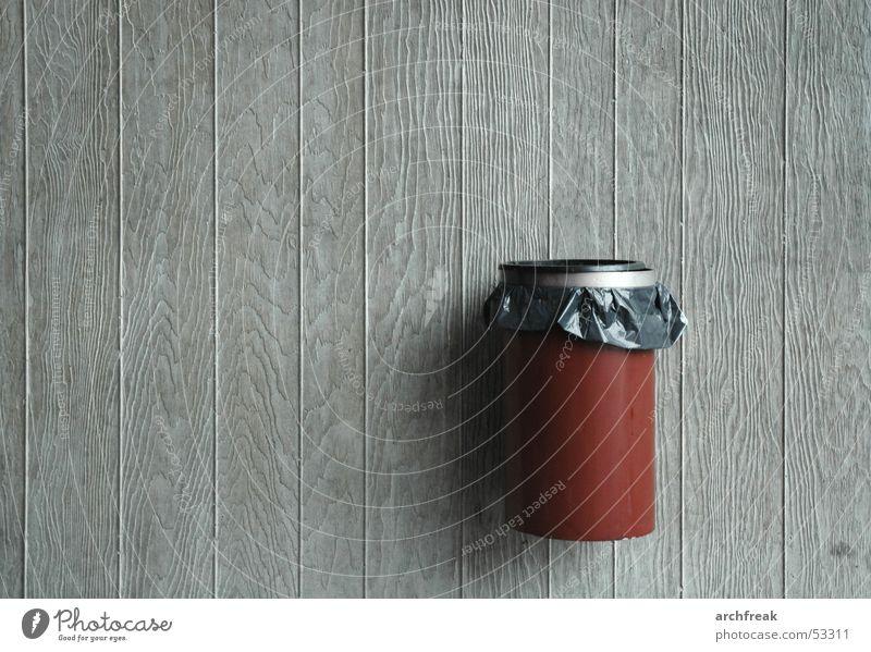 Architektenmüll Wand Holz Mauer Beton Müll wählen Recycling Müllbehälter Basketballkorb Bildung Holzmehl rotbraun Papierkorb Wertstoff Der Grüne Punkt