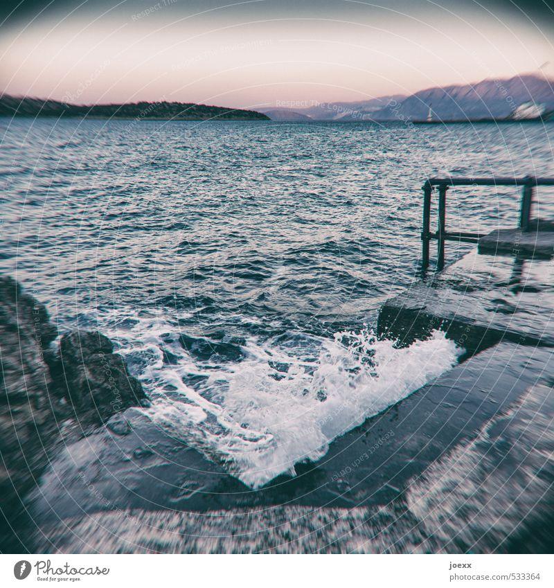Kneipp Schwimmen & Baden Meer Insel Wellen Natur Wasser Himmel Horizont Sommer Schönes Wetter Felsen Küste Kreta Treppe alt nass blau schwarz weiß Gesundheit