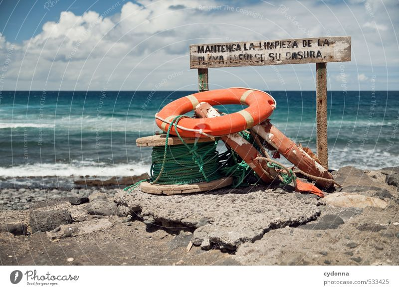 Strandgut Ferien & Urlaub & Reisen Tourismus Abenteuer Ferne Freiheit Sommerurlaub Natur Landschaft Wasser Wind Wärme Felsen Wellen Küste Meer Schriftzeichen